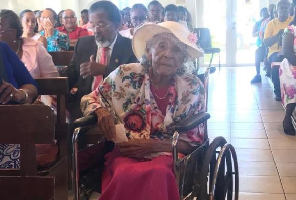 Gov't gifts local centenarian with $5,000