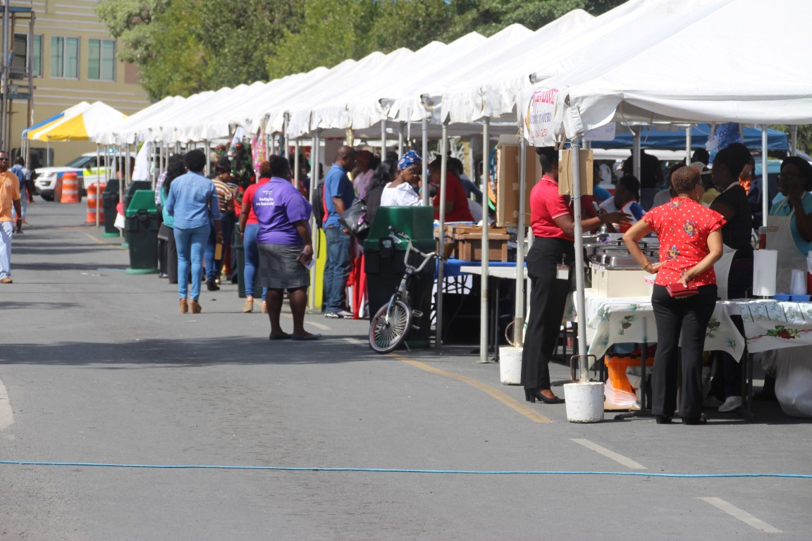Xmas on DeCastro Street reels in largest-ever vendor turnout | Event attracts cruise visitors