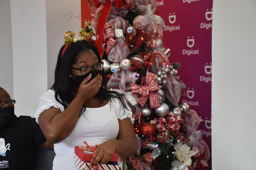 Christmas surprise! Digicel gifts 10 customers with $1K each